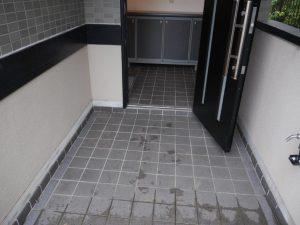 広々した玄関で段差も少ないです