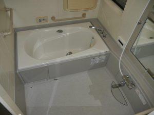 浴槽までの段差が低く設定なので入りやすいです