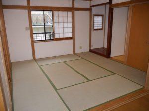 しっかりと造られた8帖の和室(床の間あり