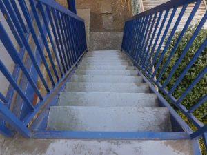 敷地内の階段(錆止め工事完了済)