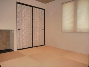 お洒落な琉球畳とクロスの和室