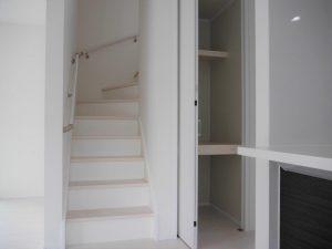人気のリビング階段(階段下収納あり)