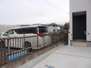 ①号棟北側現在駐車場で開放感あり