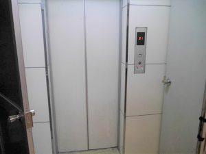 地下1階エレベーター