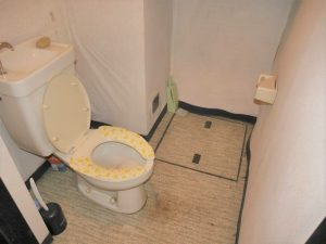 地下1階トイレ