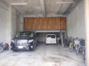 1階駐車スペース+倉庫